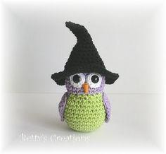 crochet owl amigurumi with witch hat Crochet Owls, Crochet Cross, Crochet Animals, Knit Crochet, Owl Patterns, Amigurumi Patterns, Crochet Patterns, Halloween Crochet, Holiday Crochet