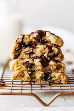 These easy chocolate chip cookies can be made in minutes! With zero chill time, just make the dough and bake. It's so quick that you have have gooey and soft chocolate chip cookies in 30 minutes! Chocolate Marshmallow Cookies, Chocolate Chip Shortbread Cookies, Toffee Cookies, Spice Cookies, Yummy Cookies, Chip Cookie Recipe, Cookie Recipes, Bar Recipes, Cookie Ideas