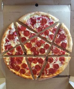 I love this pizza, but dislike supernatural. My sister enjoys supernatural thought, and I love stars, so yay! A way we can cut the pizza happily! Supernatural Birthday, Supernatural Party, Supernatural Quotes, Space Ghost, Destiel, Dean Winchester, Geeks, Impala 67, Lol