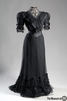 1902, France - Afternoon dres by Paquin - Black point d'esprit, silk taffeta, grosgrain ribbon, lace