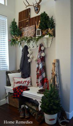 A Cozy Farmhouse Entryway – Home for Christmas!