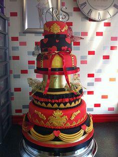Wedding cake, choice of the Royal Genovian guard Gold Cupcakes, Gold Cake, Wedding Cake Red, Wedding Colors, Wedding Stuff, Unique Cakes, Creative Cakes, Beautiful Cakes, Amazing Cakes