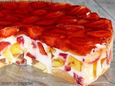 Proste ciasto bez pieczenia z jogurtów naturalnych i ulubionych owoców