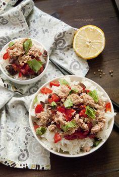 Insalata di riso basmati con tonno e pomodori Fresca, buona e leggera... what else?  La ricetta su http://noodloves.it/insalata-di-riso-basmati-tonno/  #Insalata #Riso #Tonno #Pomodori #Ricetta #Light #Fresca #Photofood #FoodPorn #PicNic #PretAPorter #Buonissimo #GlutenFree #RiceSalad #Tuna #Fresh #Tomatoes #Lime