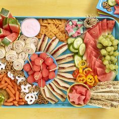 Kids Cooking Recipes, Kids Meals, Kids Party Meals, Lunch Meals, Toddler Recipes, Snack Platter, Party Food Platters, Charcuterie Recipes, Charcuterie And Cheese Board