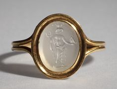Graeco-Egyptian deity. Graeco-Roman ringstone, 30 BC-200 Chalcedony, gold (modern gold ring). 1,1 x 0,9 cm Inventory number: I698