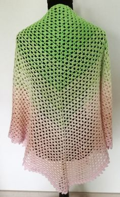 """Hi :) """"Semplice"""" is Italian and means """"simple"""". This is an easy shawl which is the perfect project for beginners or a good in-between-pattern for advanced crocheters. It's a little modified version of the classic half granny shawl with Crochet Chart, Free Crochet, Crochet Top, Crochet Scarf Easy, Crochet Poncho, Big Knit Blanket, Jumbo Yarn, Yarn Cake, Moda Emo"""