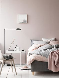 Shabby Chic Bedroom Styling Inspiration from These 12 Beautiful Bedrooms with a Relaxed Scandi Vibe Bedroom Decor On A Budget, Romantic Bedroom Decor, Interior Ikea, Interior Design Living Room, Scandi Bedroom, Home Bedroom, Ypperlig Ikea, Luxury Bedroom Furniture, Luxury Bedding