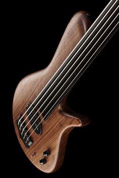 "Franz Bassguitars Sirius 5 Walnut Fretless, E-Bass, 5-Saiter, Nußbaumkorpus, 5-teiliger Thermoeschehals (neck-through), 876 mm Mensur (34 1/2""), Ebenholzgriffbrett, Matching Headstock, 1x Dolf/Rheingold Humbucker Tonabnehmer, Rheingold passive..."