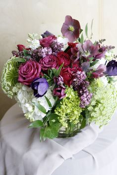 Spring in sultry hues. We offer local delivery Monday-Friday.order your own custom arrangement TODAY! Good Shabbos, Monday Friday, Flower Delivery, Hydrangea, Tulips, Floral Arrangements, Floral Wreath, Roses, Wreaths
