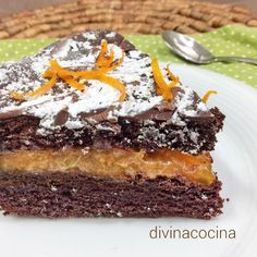 Esta tarta de chocolate y naranja te hará quedar como un profesional de la repostería. La receta es sencilla y el resultado es impresionante en presentación y en sabor.