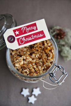 La colazione è davvero il pasto più importante, per me, quello che ti dà la carica per cominciare al meglio la giornata. Questo muesli goloso e salutare da sgranocchiare da solo oppure da gustare assieme allo yogurt e ad una buona marmellata è perfetto per una colazione completa e salutare. Inoltre, visto che siamo in periodo natalizio, perchè non approfittare per offrirlo in un bel contenitore? Un regalo fatto in casa che sarà sicuramente molto apprezzato. Ingredienti per circa 450gr di…