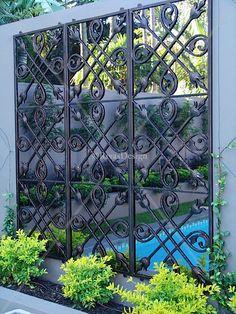 Three tile outdoor mirror   Iron Mirror  mooi   ook voor tegen een muur