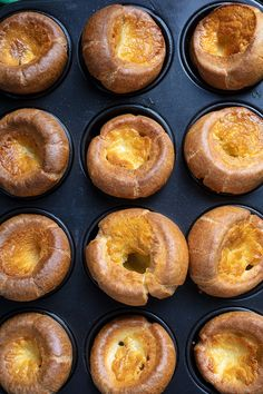 This easy, deliciously mouthwatering traditional Yorkshire pudding recipe is a quintessential British dish, and is perfect for your roast beef and gravy! Traditional Yorkshire Pudding Recipe, Yorkshire Pudding Recipes, Flapper Pie, British Dishes, Traditional Taste, Sunday Roast, Learn To Cook, Magpie