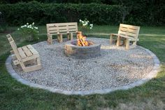 12 Easy and Cheap Fire Pit and Backyard Landscaping Ideas Outdoor DIY Projects - Inexpensive and Eas Cheap Fire Pit, Easy Fire Pit, Landscaping With Rocks, Backyard Landscaping, Backyard Seating, Backyard Ideas, Firepit Ideas, Fire Pit Landscaping Ideas, Landscaping Borders