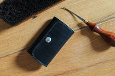 Vicus Pelle - handmade leather keychain with 6-hooks. Made out of vegetable tanned leather from Italy. Swiss made.