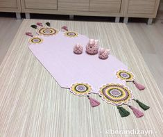 Crochet Table Runner, Step By Step Painting, Pour Painting, Acrylic Pouring, Sewing Hacks, Table Runners, Jute, Mandala, Artisan