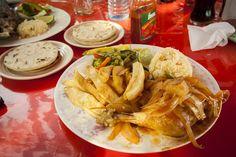 El delicioso Pollo Encebollado al estilo Salvadoreño es una de las comidas caseras mas sencillas y apetitosas. Esta es la receta completa al estilo de las abuelas Salvadoreñas.