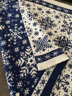 Ravelry: Baby Blanket Snowflakes / Vognteppet Snøfnugg pattern by Pinneguri