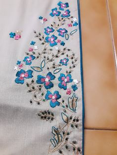 Best Crochet Designs Hand embroidery design on kurti Embroidery Suits, Hand Embroidery Designs, Embroidery Patterns, Machine Embroidery, Crochet Designs, Crochet Patterns, Dress Neck Designs, Blouse Designs, Maggam Work Designs