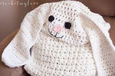 Free Giant Hooded Bunny Blanket Crochet Pattern! This one is SO cute for Easter and is sure to be a hit with the kiddos.