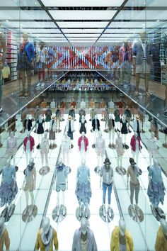 Uniqlo's new Ginza store in Tokyo, designed by Wonderwall. Geek Underwear, Fun Places To Go, Retail Store Design, Glass Facades, Luxury Homes Dream Houses, Retail Interior, Wonderwall, Commercial Interiors, Visual Merchandising