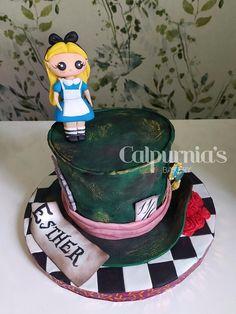 Alice in wonderland Fondant, Alice In Wonderland Cakes, Cake Art, Cake Decorating, Bakery, Birthday Cake, Christmas Ornaments, Holiday Decor, Daily Inspiration