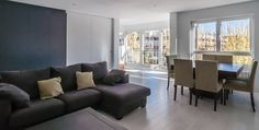 Simple, modern, combined living and dining area. vivienda A-MOR-I-SART estudiocincocincouno_Madrid 2014 by estudio551.