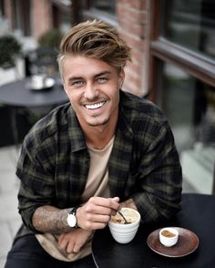 Johnny Edlind in flannel & a coffee☕️ Trending Hairstyles, Cool Hairstyles, Summer Hairstyles, Johnny Edlind, Gents Hair Style, Medium Hair Styles, Long Hair Styles, Hair And Beard Styles, Haircuts For Men