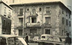 plaza Apostoles. Colegio San leandro VACIADO conservada parcialmente la fachada