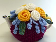 White  Yellow Rose Tea Cozy. Fits 4 cup teapot. by teapothats