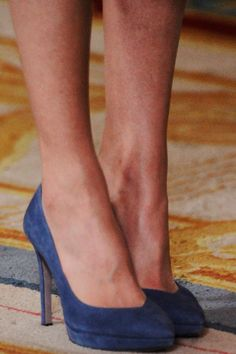 Queen Letizia accessorized with the same cornflower blue suede pumps from Magrit and ocean blue clutch bag by Felipe Varela.