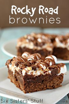 Road Brownies Rocky Road Brownies from - these are gooey and delicious!Rocky Road Brownies from - these are gooey and delicious! Köstliche Desserts, Delicious Desserts, Dessert Recipes, Yummy Food, Plated Desserts, Best Brownie Recipe, Brownie Recipes, Rocky Road Brownies, Rocky Road Bars