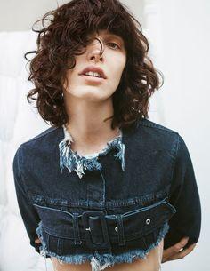 Inspiração Buzzy Disrupt Verão 18' Vicunha Têxtil #denim #jeans #fashion #trend #ss18 #error #young #fun #unusual #curlyhair