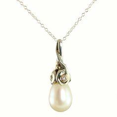 Galleri Castens - Drop - vedhæng med diamanter og perle