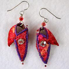 Brincos de têxteis em vermelho com roxo