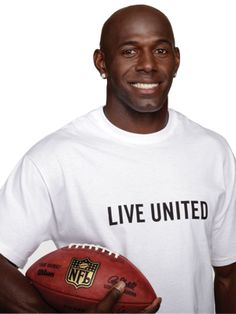 miss that big smile! Nfl Football Teams, Packers Football, Sports Teams, Nfl Green Bay, Green Bay Packers, Donald Driver, Boise State Broncos, United Way, Go Pack Go