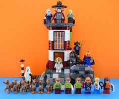 https://flic.kr/p/QuKrJU | Lego Scooby-Doo line up | Hello guys it's Alex here today it's Scooby Doo day !! I really love this series  Let me introduce you all the Scooby-Doo minifig : Scooby from the 60301 polybag sammy scooby and the mummy from the box 75900. Shaggy, Scooby and the Headless horseman from the set 75901. Shaggy, Fred, the Zombie and Scooby from the 75092. Shaggy, Daphne ,the Swamp monster and the lighthouse keeper from the 79503. And Shaggy, Daphne, Velma, the Black knight…