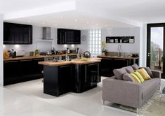 popular black kitchen cabinets latest New Kitchen Cabinets Tips Black Gloss Kitchen, Black Kitchen Cabinets, Black Kitchens, White Cabinets, Interior Modern, Interior Design, Open Plan Kitchen, New Kitchen, Home Decor Kitchen