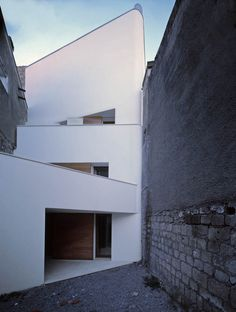 Article source: Raimondo Guidacci The project concerns two small buildings situated in an irregular shape lot, near the old town of Orsara di Puglia, in a street characterized by different typologies of buildings. Facade Architecture, Beautiful Architecture, Beautiful Buildings, Residential Architecture, Contemporary Architecture, Small Buildings, Exterior Design, House Design, Urban