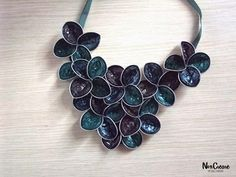 DIY- NoxCreare: Refashion with coffee (collane con capsule del caffè) Recycled Jewelry, Diy Jewelry, Handmade Jewelry, Jewelry Making, Coffee Pods, Bijoux Diy, Diy Embroidery, Diy And Crafts, Creations