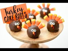 Easy Thanksgiving treats for kids - How to make Turkey OREO Balls Looking for an easy kid-friendly Thanksgiving treat idea? These Turkey OREO Balls are cute . Party Desserts, Holiday Desserts, Holiday Treats, Dessert Recipes, Kid Desserts, Dessert Ideas, Holiday Fun, Oreo Turkey, Turkey Cake
