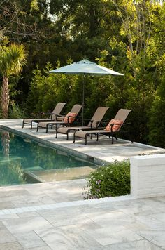A patio or backyard with a swimming pool surely feels incomplete without pool deck seating areas. Swimming Pool Decks, Swimming Pool Designs, Deck Seating, Seating Areas, Living Pool, Outdoor Living, Travertine Pavers, Pool Installation, Patio Flooring