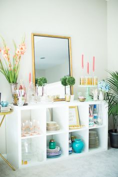 Stephanie Scholl's Raleigh, NC Apartment Tour #theeverygirl  #ikeashelves #styling #expedit