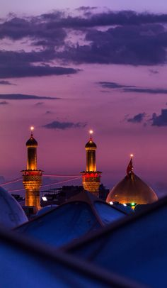 Guzide — Mosque of Imam Hussain in Karbala, Iraq . Roza Imam Hussain, Imam Hussain Karbala, Islamic Images, Islamic Pictures, Islamic Quotes, Carl Sagan, Beautiful Mosques, Beautiful Places, Karbala Pictures