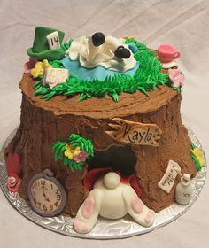 Alice falling into the rabbit hole/rabbit butt cake Mad Hatter Party, Mad Hatter Tea, Alice In Wonderland Food, Tree Stump Cake, Mini Tortillas, Rabbit Cake, Cupcakes, Disney Cakes, Party Cakes