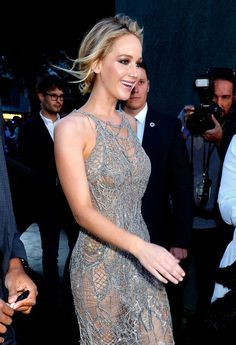 ' Premiere in London, UK - September 6 - Jennifer Lawrence - Mother Premiere in UK on September - Jennifer Lawrence Picture Gallery Hollywood Fashion, Hollywood Celebrities, Jennifer Lawrence Hot, Jennifer Lawrence Pictures, Resse Witherspoon, Celebrity Pictures, Celebrity Style, Happiness Therapy, Kentucky