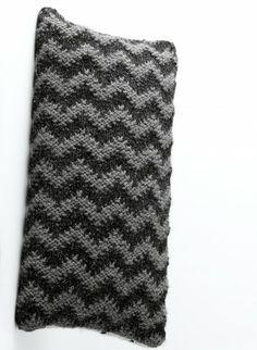 Cat. 13/14 - #837 - Dark zig zag cushion
