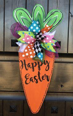 This Easter Door Hanger Easter Wreath Spring Door Hanger Spring is just one of the custom, handmade pieces you'll find in our door hangers shops. Mason Jar Crafts, Mason Jar Diy, Spring Crafts, Holiday Crafts, Diy Osterschmuck, Easy Diy, Diy Easter Decorations, Easter Centerpiece, Diy Ostern