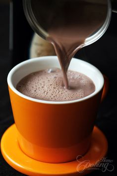 Hot chocolate with red wine - the perfect autumn drink - Maybe I should try this. I like red wine and chocolate. Yummy Drinks, Yummy Food, Wine Recipes, Cooking Recipes, Chocolate Caliente, Fall Drinks, In Vino Veritas, Smoothie, Sweet Tooth